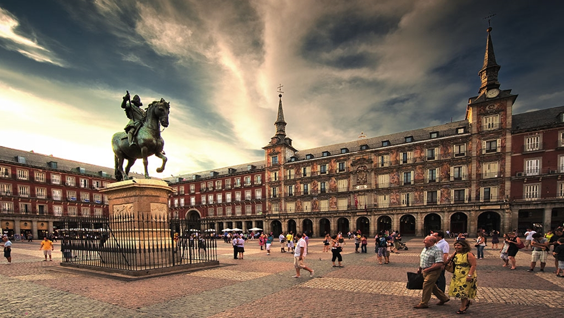 Universities in Madrid: how to get around and where to live