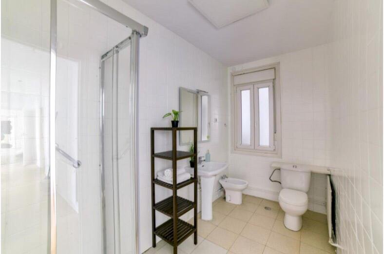 https://helpaccommodation.sextan.eu/upload/flats//-Baño 1.jpeg