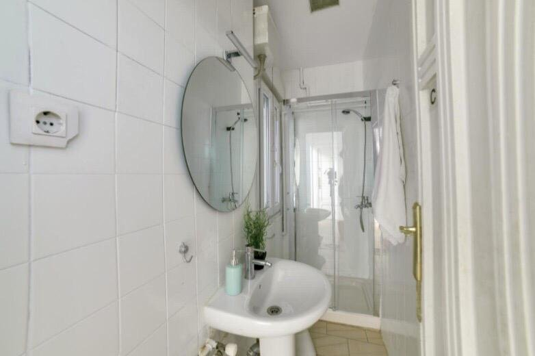 https://helpaccommodation.sextan.eu/upload/flats//-baño 3.jpeg