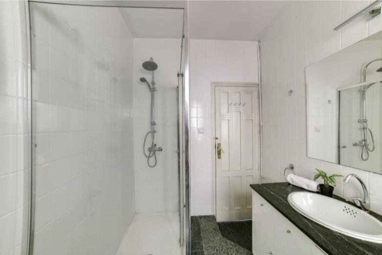 https://helpaccommodation.sextan.eu/upload/flats//-baño 4.jpeg