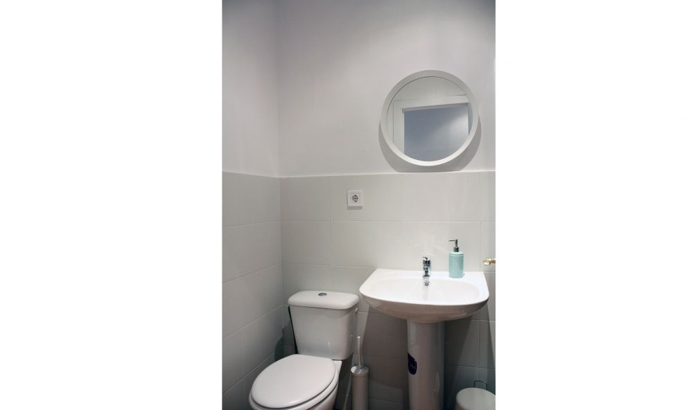https://helpaccommodation.sextan.eu/upload/flats//-BAÑO.jpg