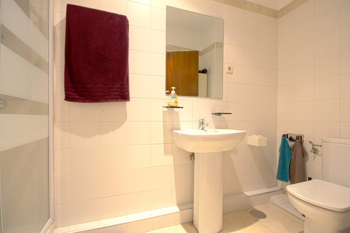 http://helpaccommodation.sextan.eu/upload/flats//-bathroom.jpg