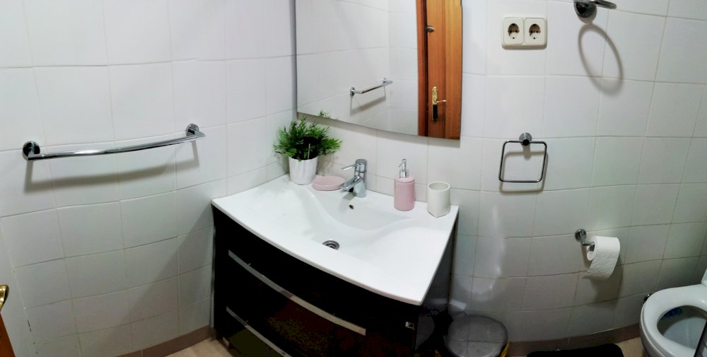 https://helpaccommodation.sextan.eu/upload/flats//-1540399372baño.jpg