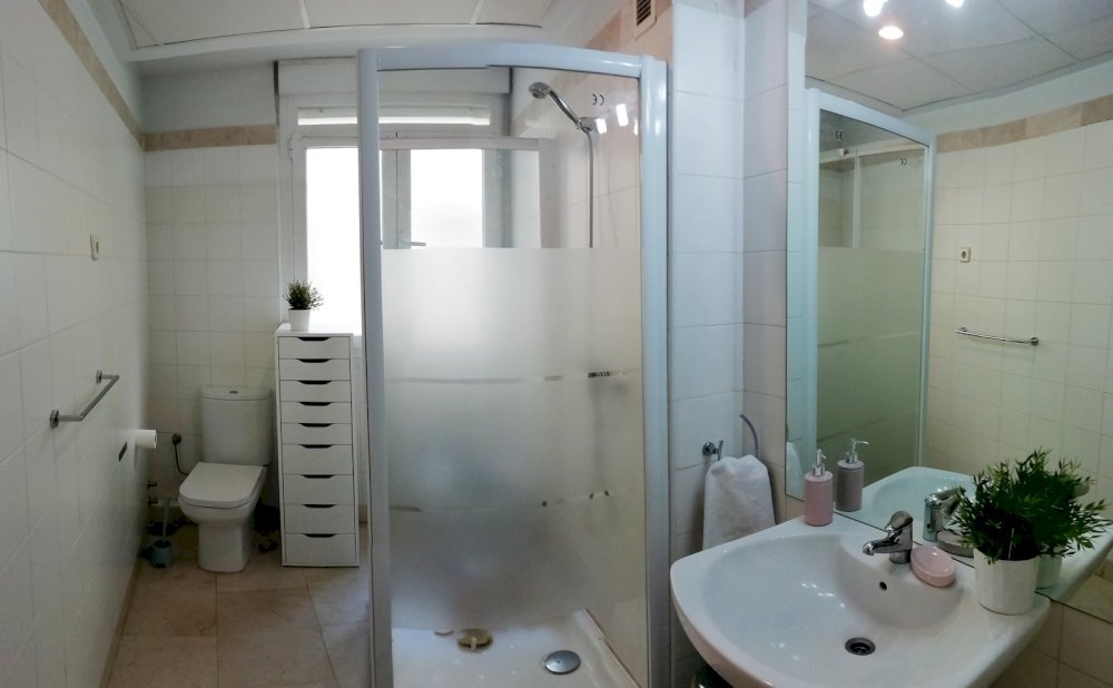 https://helpaccommodation.sextan.eu/upload/flats//-1540399373baño2.jpg