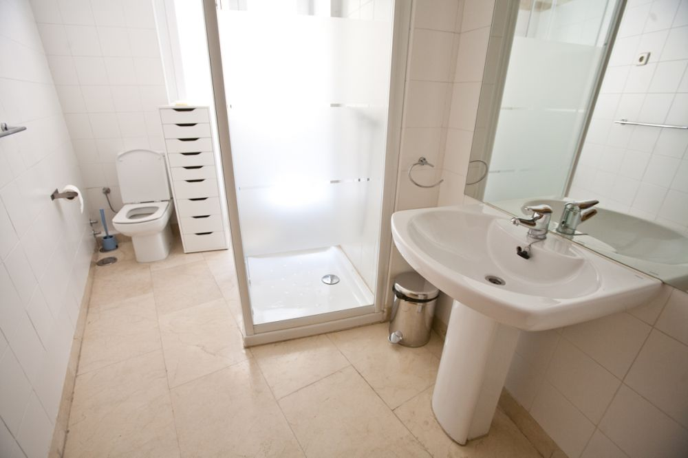 https://helpaccommodation.sextan.eu/upload/flats//-baño 2.jpg