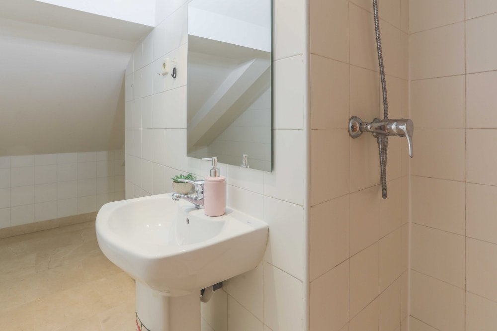 https://helpaccommodation.sextan.eu/upload/flats//-BAÑO A-2.jpg