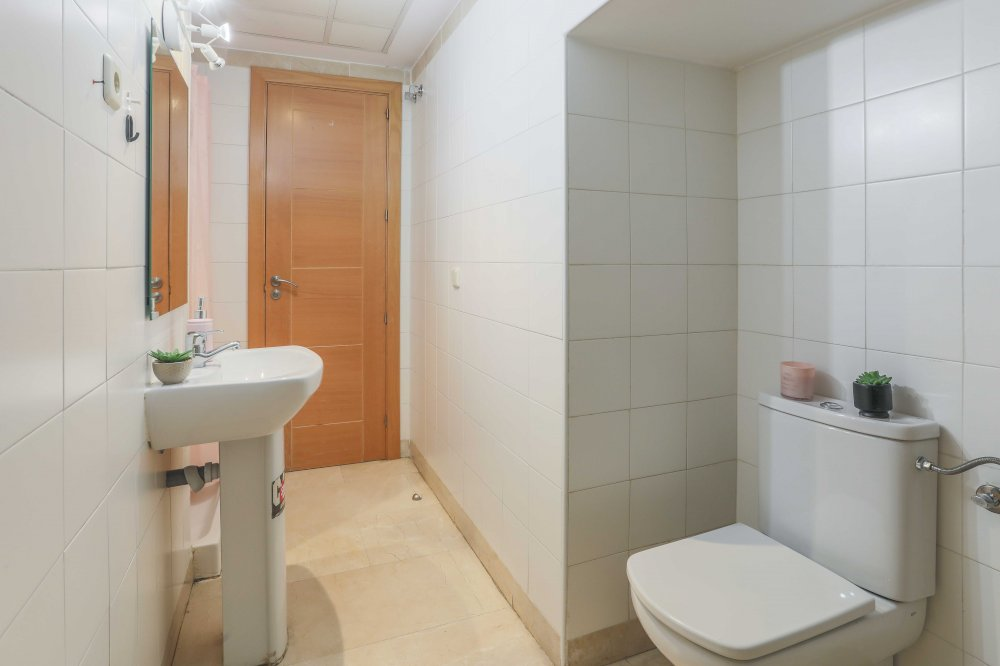 https://helpaccommodation.sextan.eu/upload/flats//-BAÑO A-3.jpg
