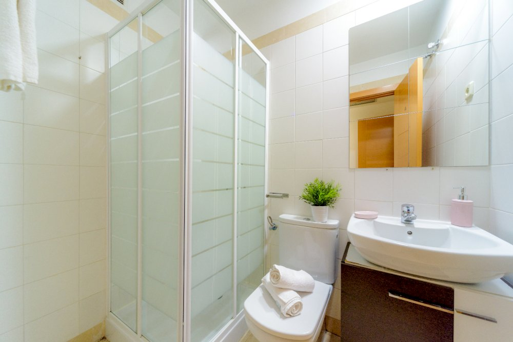 https://helpaccommodation.sextan.eu/upload/flats//-Baño.jpeg