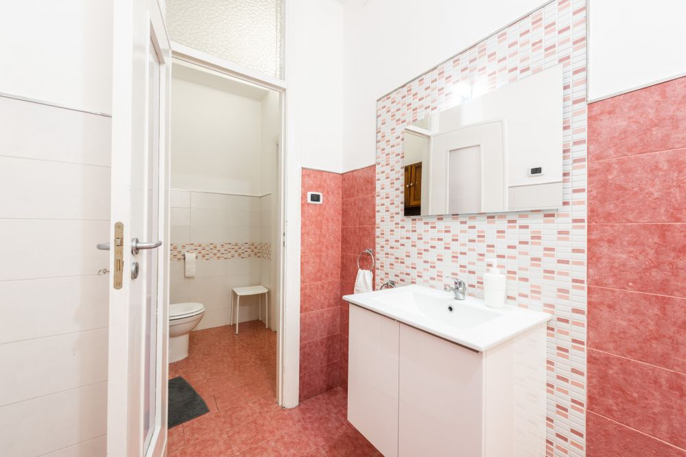 https://helpaccommodation.sextan.eu/upload/flats/BB11A_1/BB11A_1-bagno3.jpg