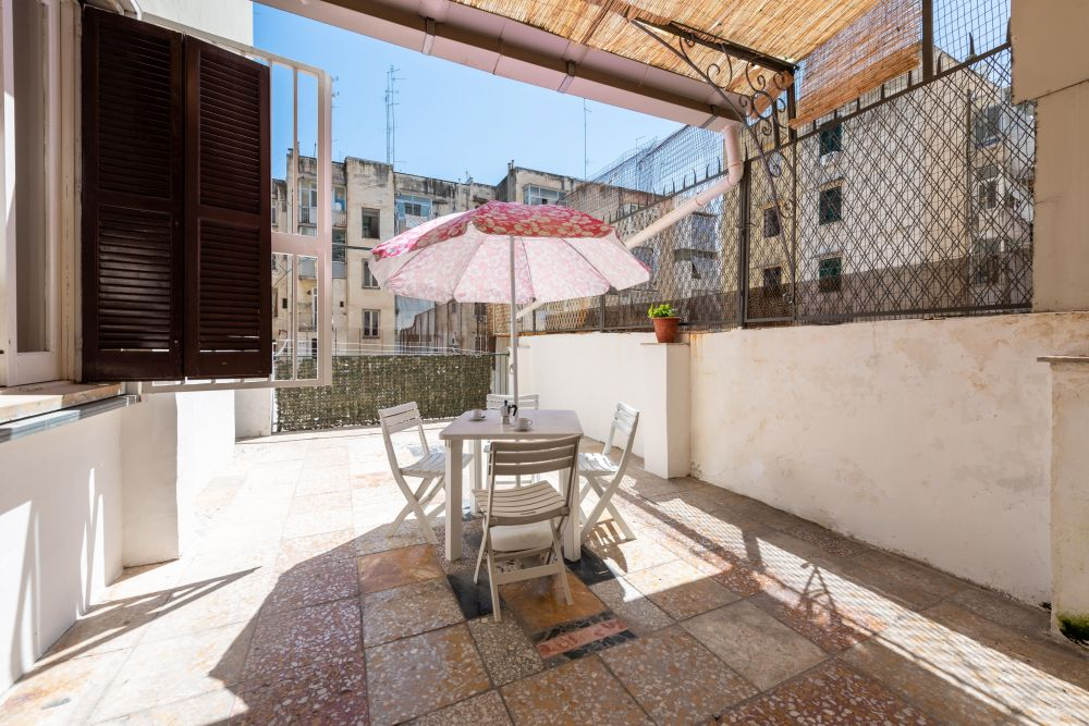 https://helpaccommodation.sextan.eu/upload/flats/BB11A_1/BB11A_1-terrazzino.jpg