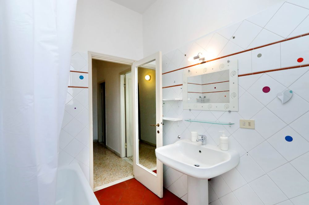 https://helpaccommodation.sextan.eu/upload/flats/Bellini/Bellini-VIA BELLINI 36.jpg