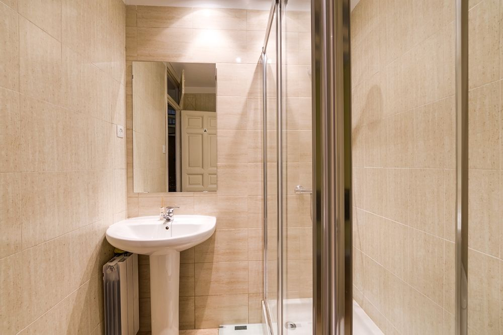 https://helpaccommodation.sextan.eu/upload/flats//-Baño A 2.jpg