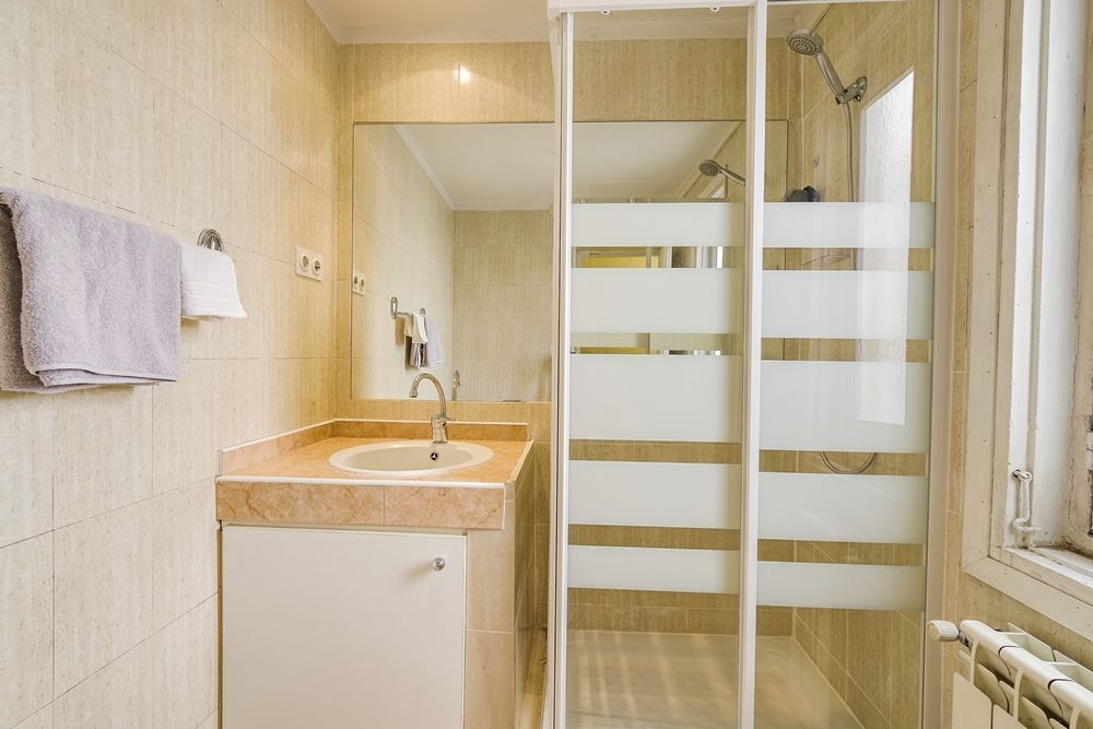 https://helpaccommodation.sextan.eu/upload/flats//-Baño D 2.jpg