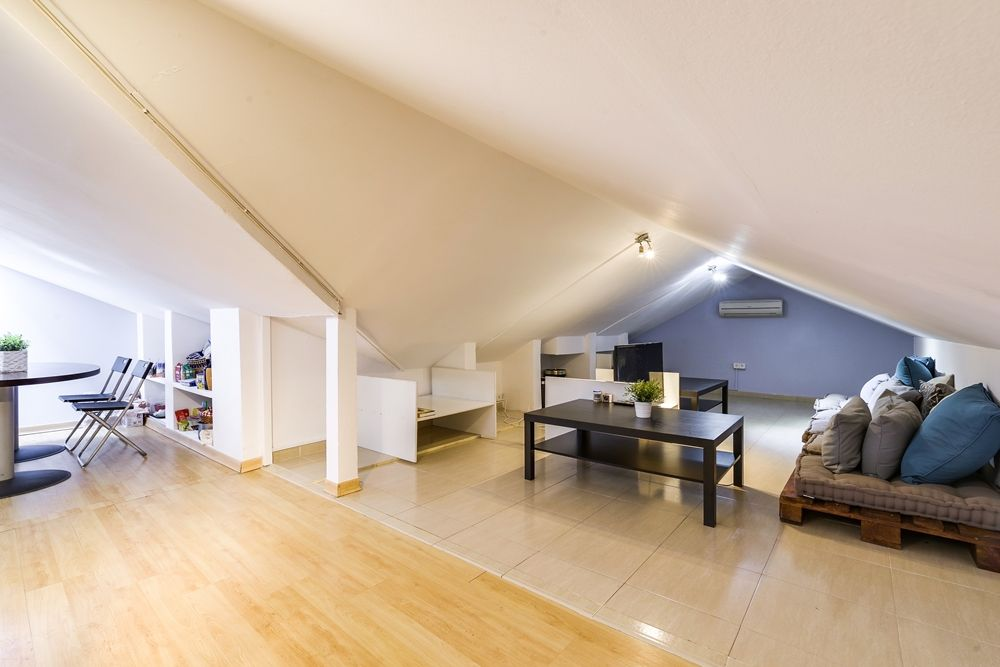 https://helpaccommodation.sextan.eu/upload/flats//-Salón 2.jpg