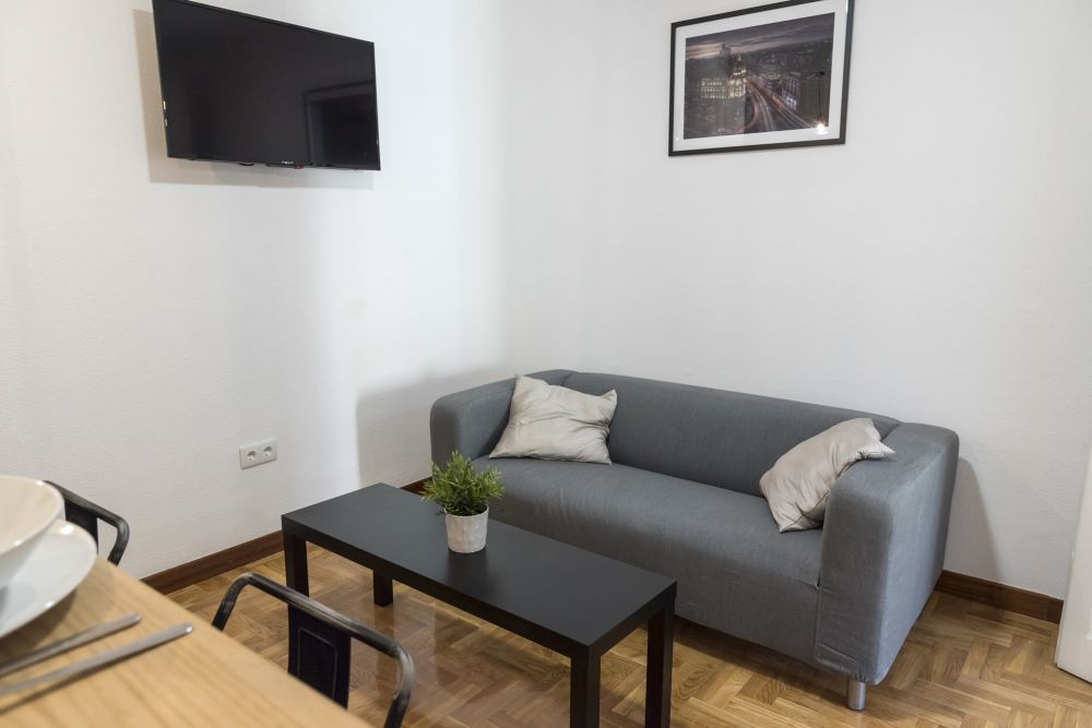 https://helpaccommodation.sextan.eu/upload/flats//-livingroom_3.jpg
