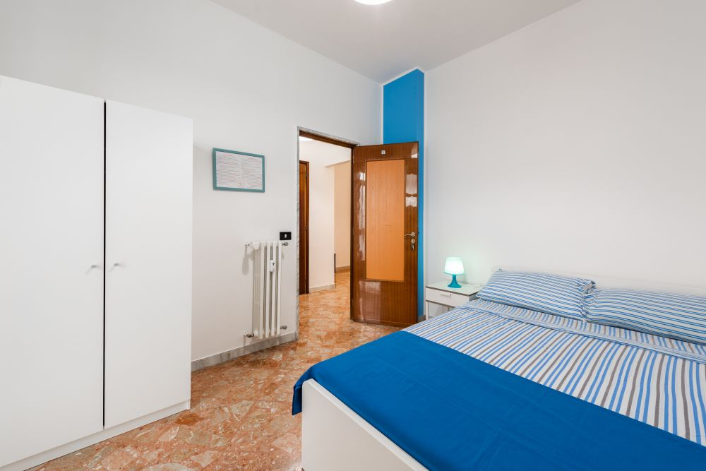 https://helpaccommodation.sextan.eu/upload/flats/E33_1P/5-810_0051.jpg