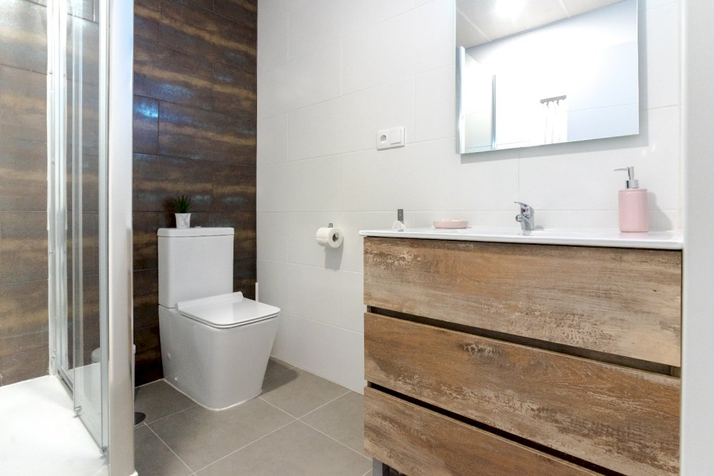 https://helpaccommodation.sextan.eu/upload/flats//-Baño B1.jpeg