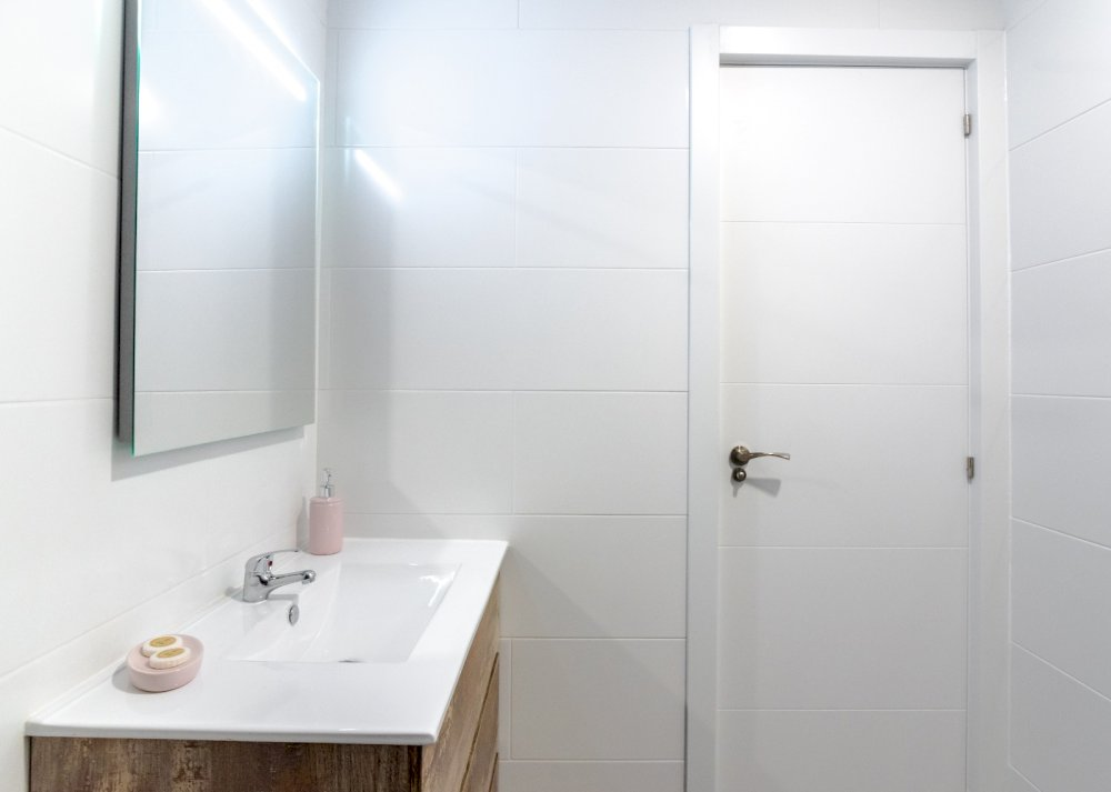 https://helpaccommodation.sextan.eu/upload/flats//-Baño a3.jpeg