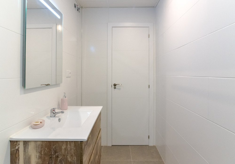https://helpaccommodation.sextan.eu/upload/flats//-Baño c6.jpeg