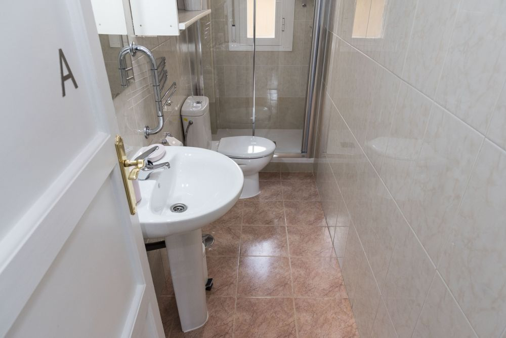 https://helpaccommodation.sextan.eu/upload/flats//-bathroom.jpg