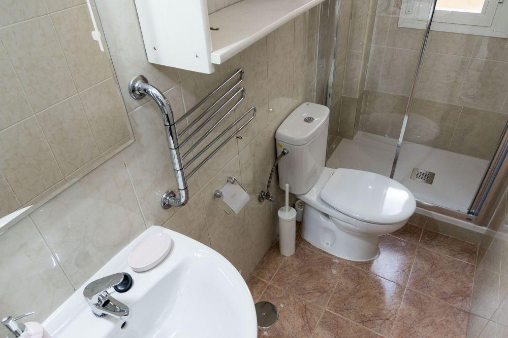https://helpaccommodation.sextan.eu/upload/flats//-bathroom_2.jpg