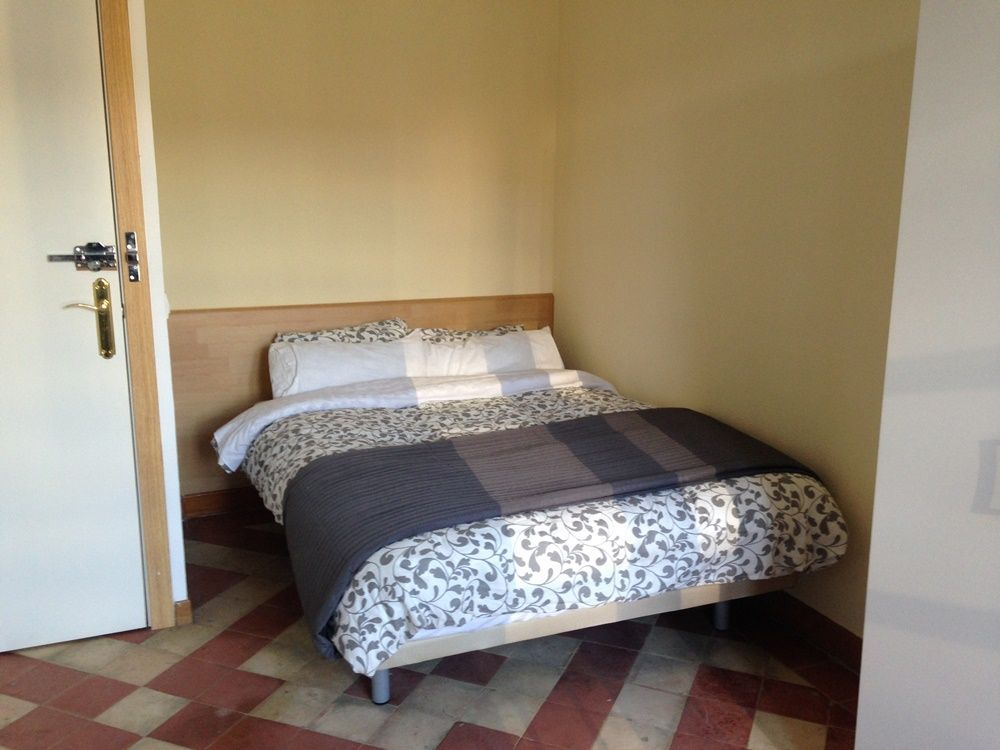 http://helpaccommodation.sextan.eu/upload/flats/H10_4B/3-3-room3.1.JPG