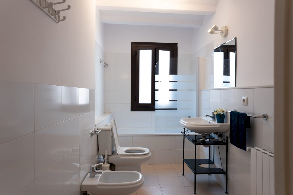 https://helpaccommodation.sextan.eu/upload/flats//-Bathroom (2)-min.jpg