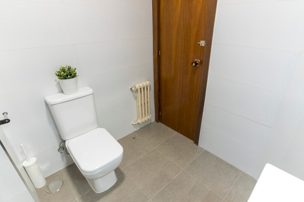https://helpaccommodation.sextan.eu/upload/flats//-BAÑO B5.jpeg