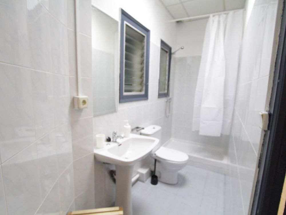 https://helpaccommodation.sextan.eu/upload/flats//-bagno2m.jpg