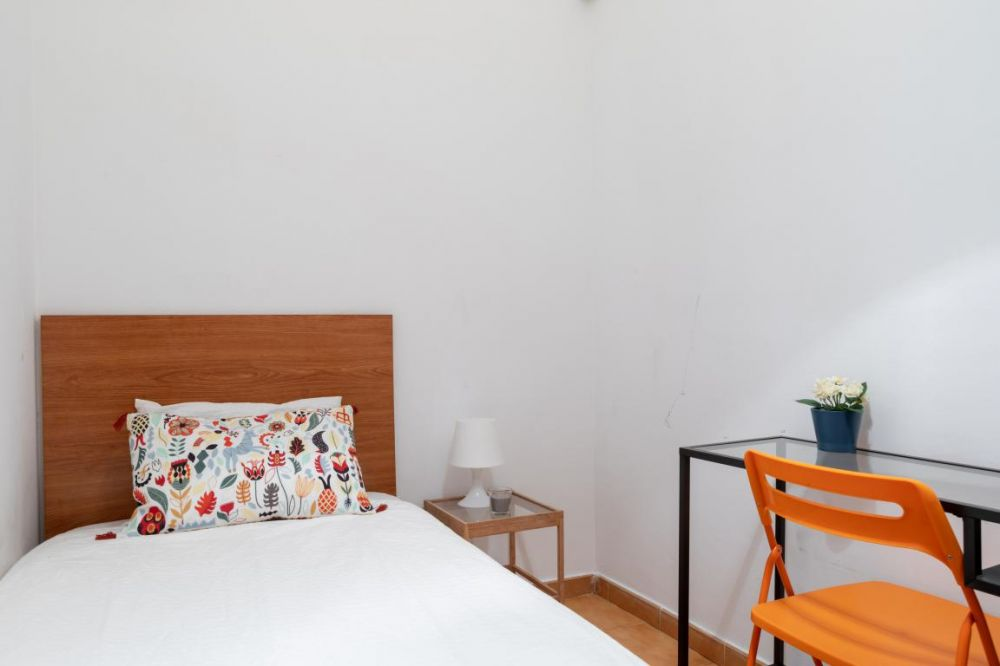 https://helpaccommodation.sextan.eu/upload/flats/MU267_P2/4-mini_Bedroom_Four_3.jpg