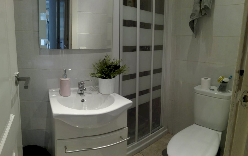 https://helpaccommodation.sextan.eu/upload/flats//-Baño 4D.jpeg
