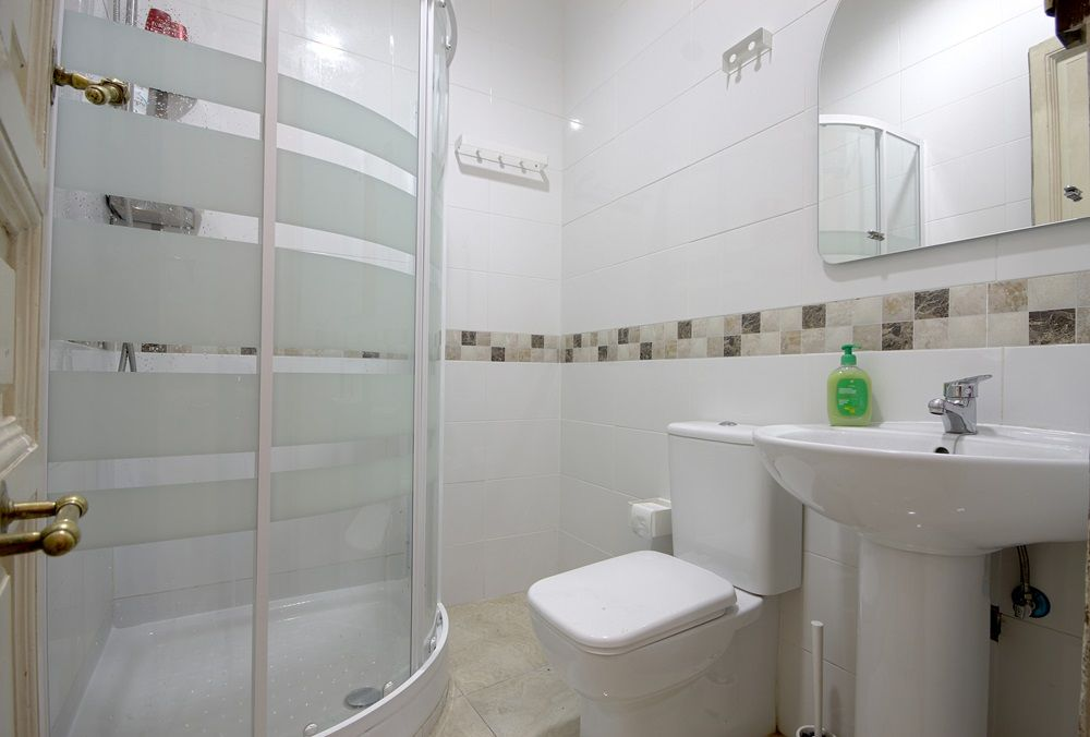 http://helpaccommodation.sextan.eu/upload/flats//-baño 1. 1.jpg