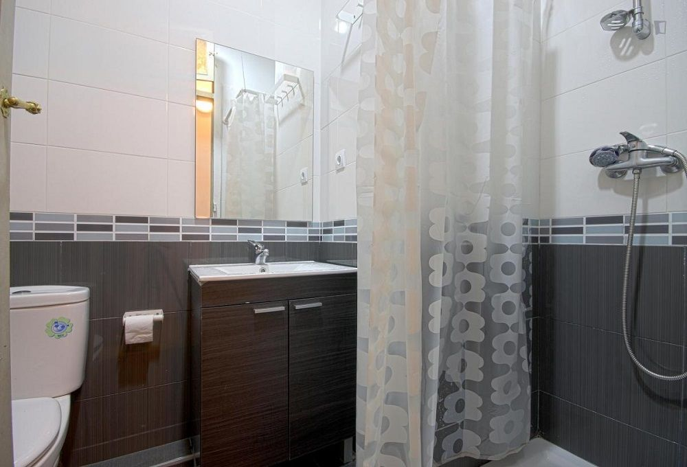 https://helpaccommodation.sextan.eu/upload/flats//-baño p42_4i.jpg