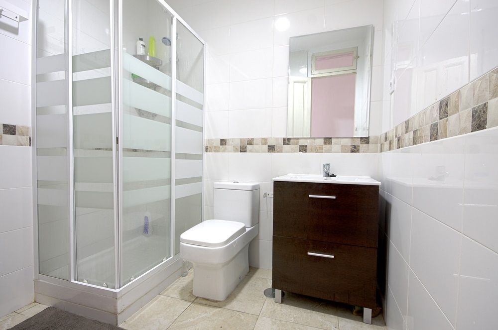 http://helpaccommodation.sextan.eu/upload/flats//-1488295220BAÑO 1 1.jpg