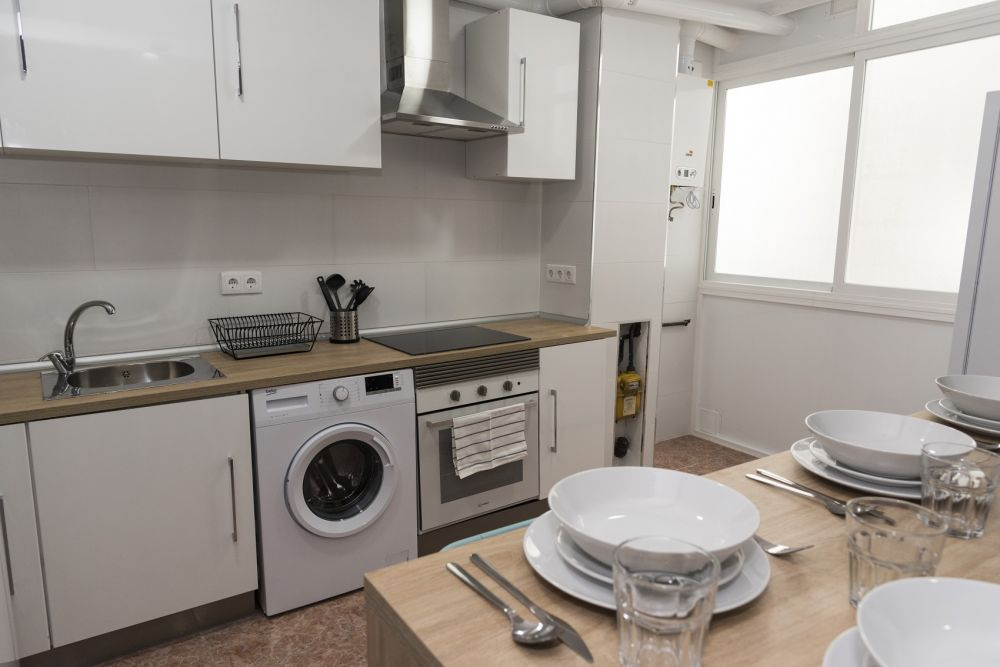 https://helpaccommodation.sextan.eu/upload/flats/PP29_32/PP29_32-1529451110kitchen_1.jpg