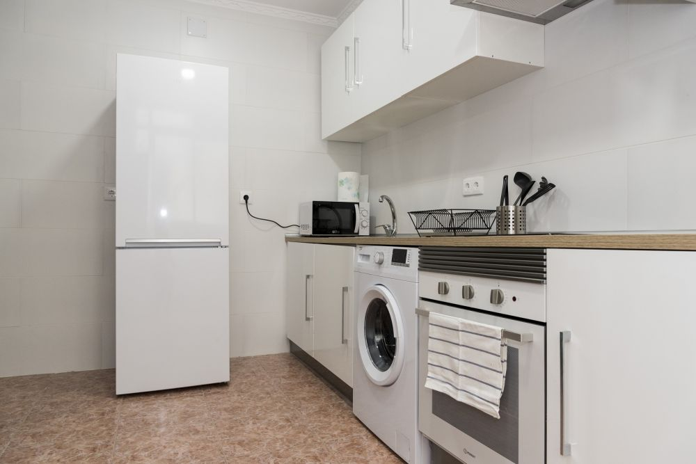 https://helpaccommodation.sextan.eu/upload/flats/PP29_32/PP29_32-1529451110kitchen_4.jpg