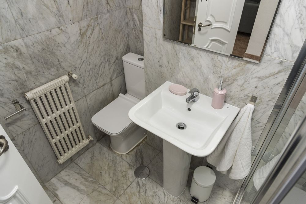 https://helpaccommodation.sextan.eu/upload/flats//-bathroom A_2.jpg