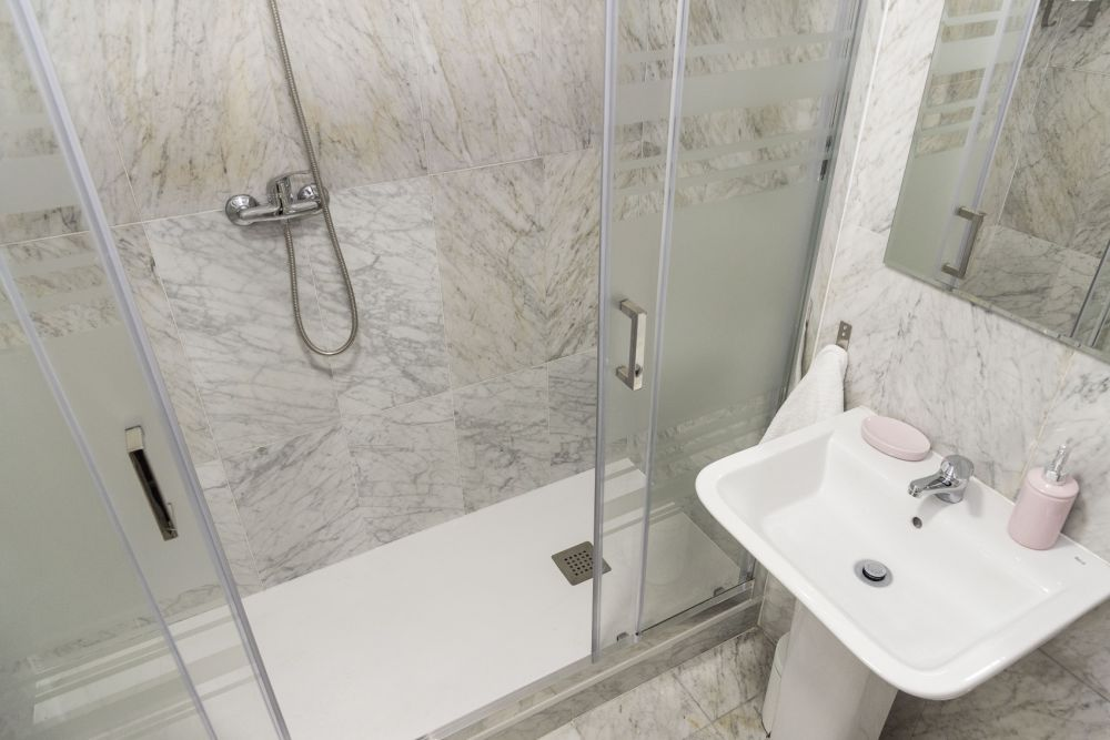 https://helpaccommodation.sextan.eu/upload/flats//-bathroom B_3.jpg