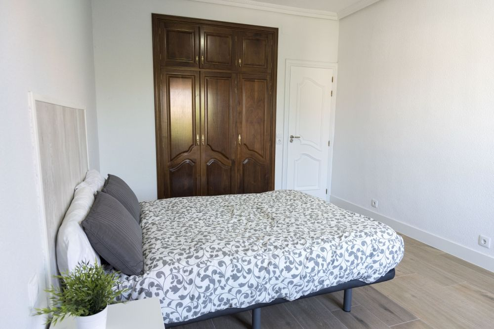https://helpaccommodation.sextan.eu/upload/flats/PP29_32/PP29_32_3-bedroom 3_2.jpg