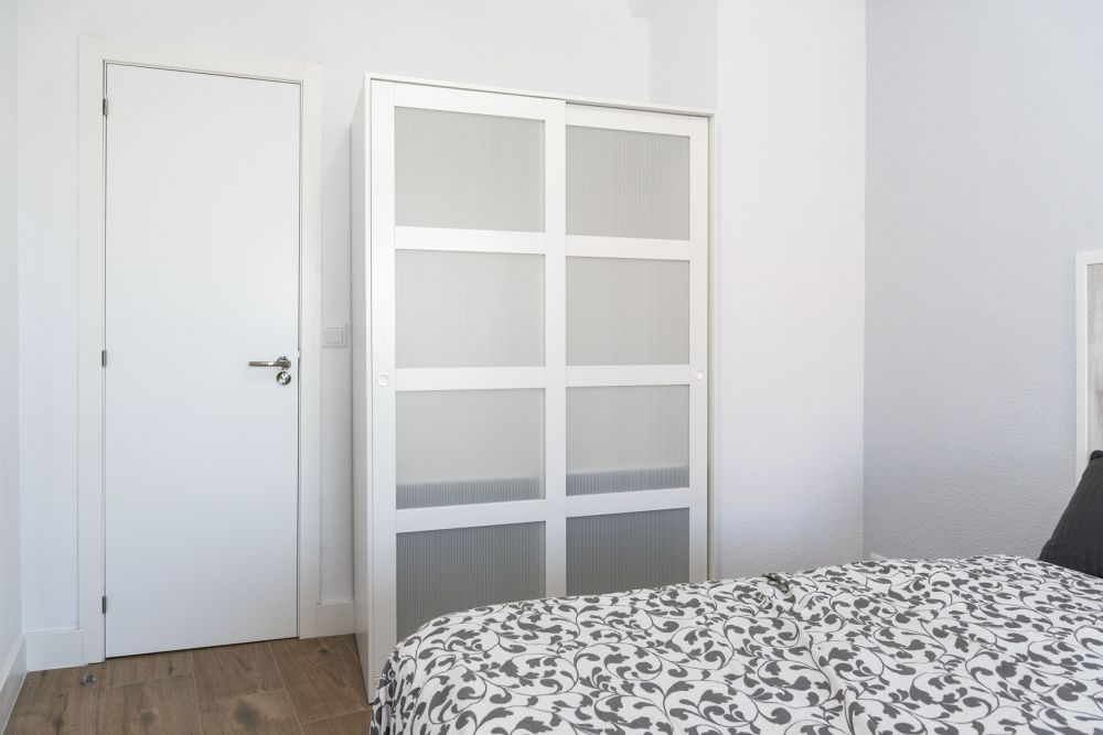 https://helpaccommodation.sextan.eu/upload/flats/PP29_32/6-bedroom 6.jpg