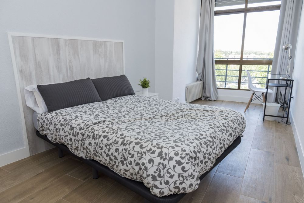 https://helpaccommodation.sextan.eu/upload/flats/PP29_32/6-bedroom 6_1.jpg