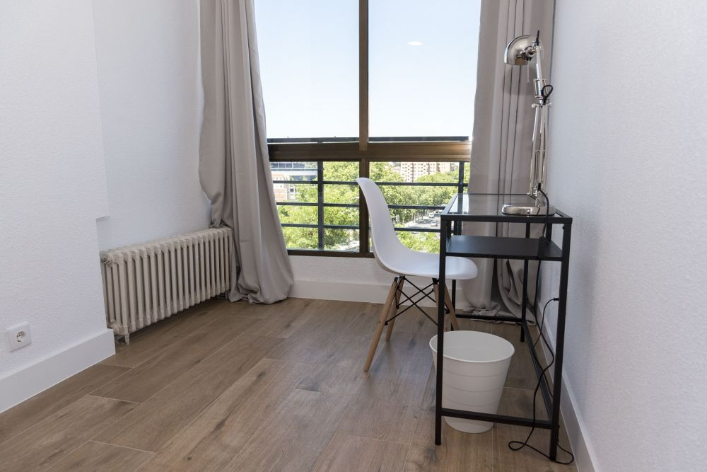 https://helpaccommodation.sextan.eu/upload/flats/PP29_32/6-bedroom 6_3.jpg
