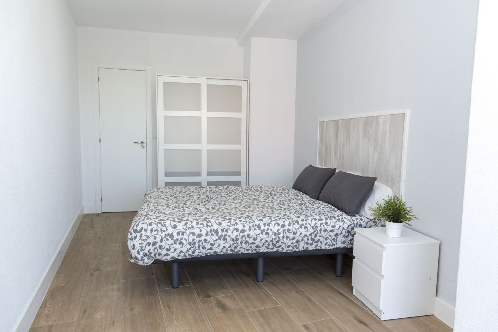 https://helpaccommodation.sextan.eu/upload/flats/PP29_32/PP29_32_6-bedroom 6_4.jpg