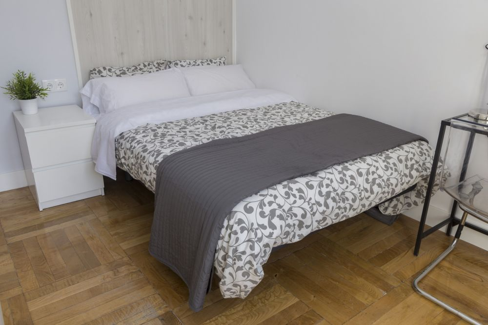 https://helpaccommodation.sextan.eu/upload/flats/PSA4_1/1-1.jpg