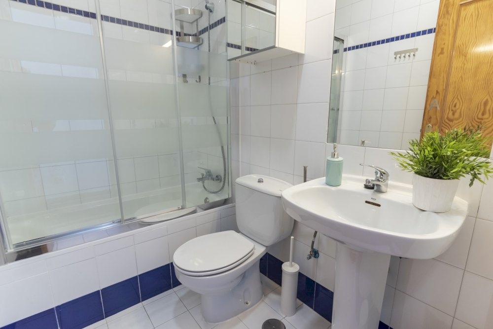 https://helpaccommodation.sextan.eu/upload/flats//-baño A_1.jpg