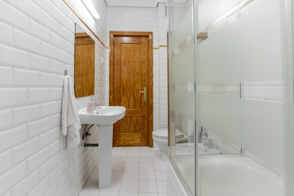 https://helpaccommodation.sextan.eu/upload/flats//-baño b.jpg
