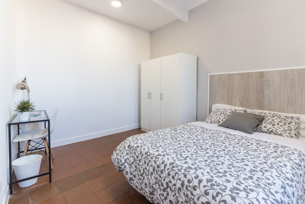 https://helpaccommodation.sextan.eu/upload/flats/PSA4_5/2-habitación 2.jpg