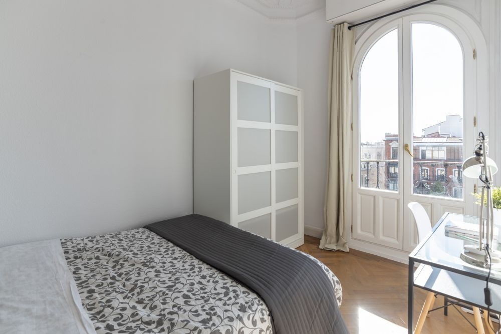 https://helpaccommodation.sextan.eu/upload/flats/PSA4_5/6-habitación 6.jpg