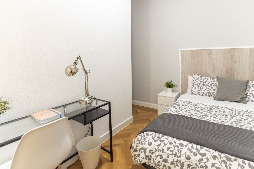 https://helpaccommodation.sextan.eu/upload/flats/PSA4_5/6-habitación 6_3.jpg