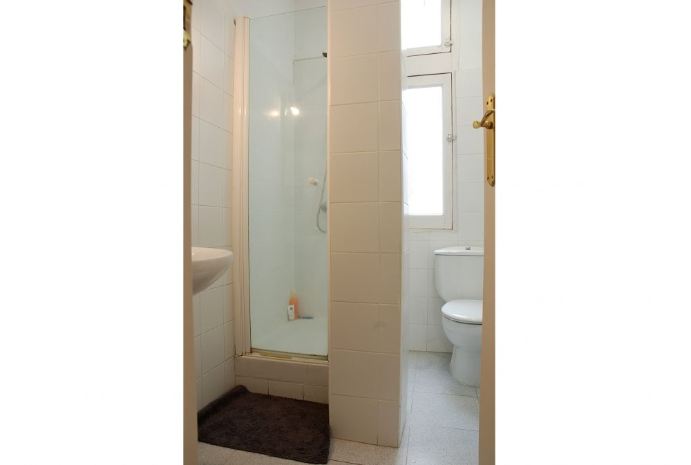 https://helpaccommodation.sextan.eu/upload/flats//-1503485916Baño2.JPG